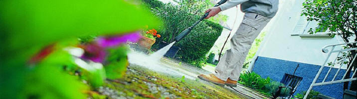 Limpieza Karcher. Limpieza de muebles de jardín con agua a presión.