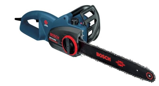 La sierra de cadena Bosch GKE tiene un reducido peso y una gran separaci�n de la empu�adura que proporcionan un trabajo seguro que no cansa.