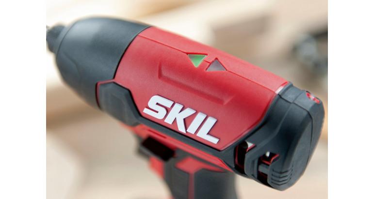 El atornillador de impacto Skil 3020 tiene un indicador para saber siempre la dirección el a que estás trabajando