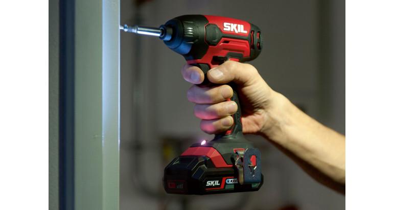 Atornillador de impacto Skil 3210GA con luz LED para iluminar el punto de trabajo