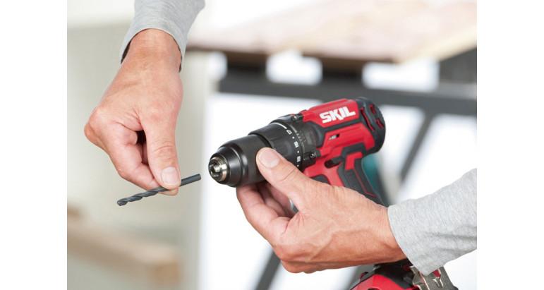 Porta brocas de metálico de cierre automático en taladro atornillador 3010CA