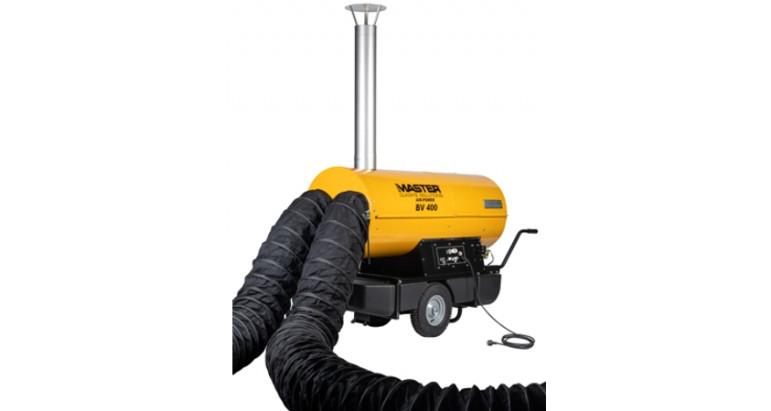 Calentador a gasoil Master BV 400 con salida de humos por chimenea y conductos flexibles para la salida del aire caliente limpio