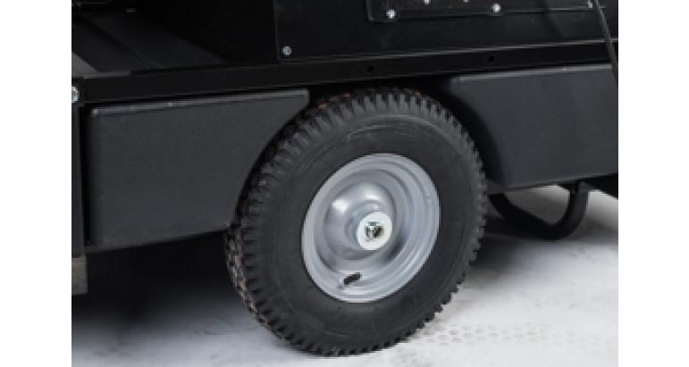 Tanque de combustible robusto y grandes ruedas para facilitar el transporte MAster BV400