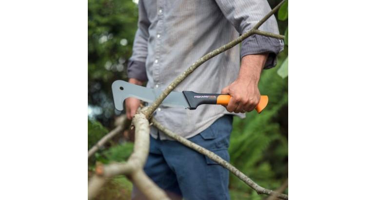 Limpia ramas, broza y maleza con el machete Fisckar XA3 profesional