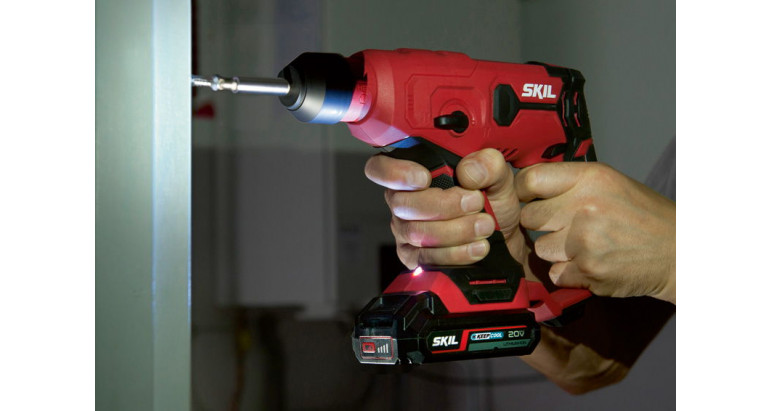 Martillo batería Skil con luz indicadora LED