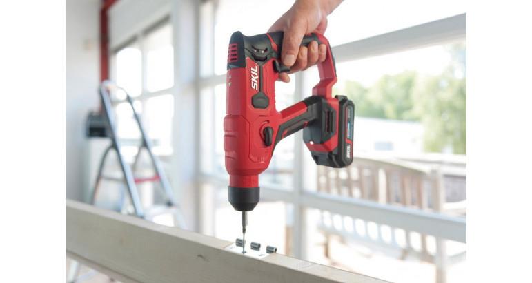 Martillo de batería Skil 3810GA compacto perfecto para trabajar en madera