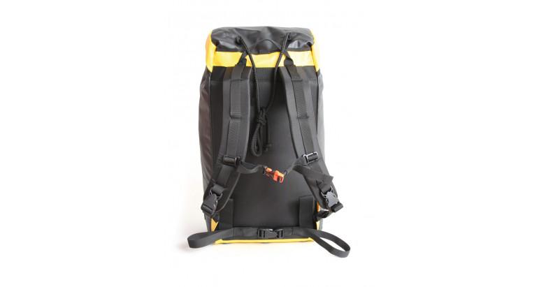 parte trasera de la mochila Guara de Altus preparada para descenso de barrancos
