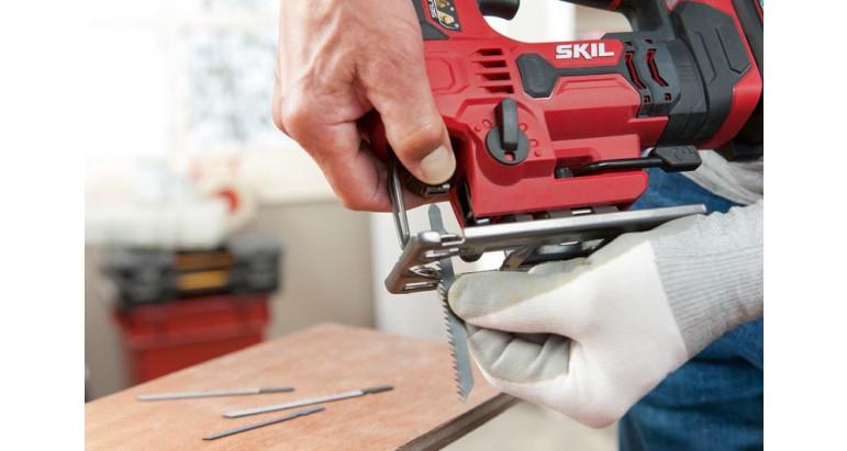 Fácil y rápido cambio de cuchillas con sistema clic en la sierra de calar 3420AA Skil