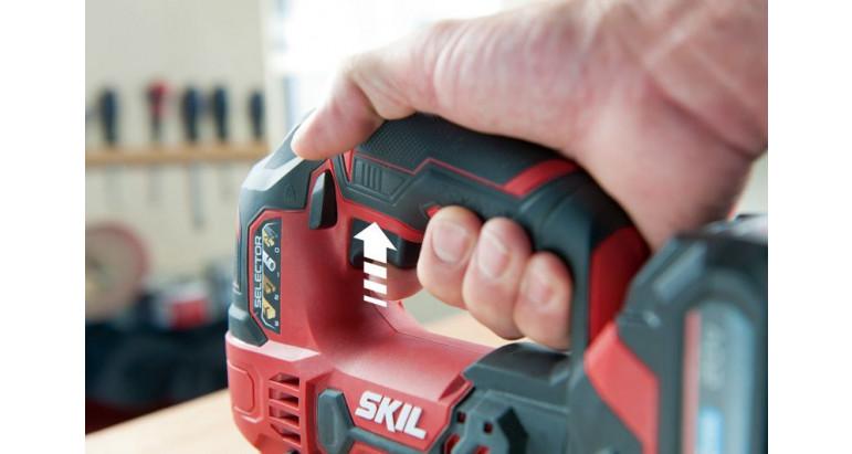 La sierra de calar Skil 3420AA con control de velocidad variable mediante un pulsador cómodo