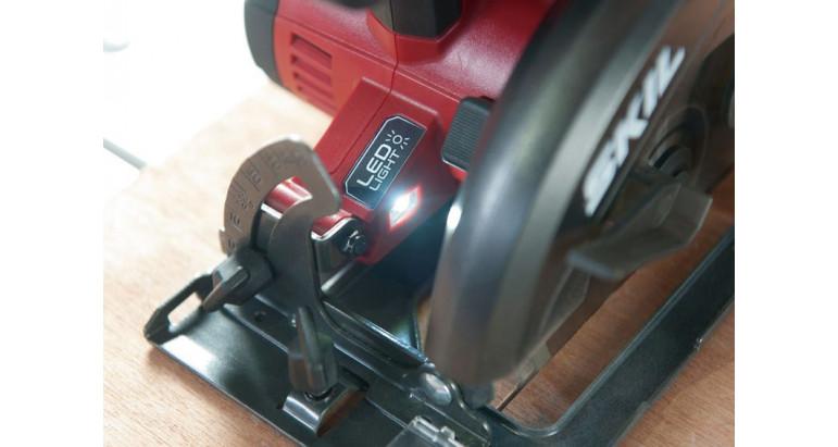 Sierra circular de batería Skil con luz indicadora LED