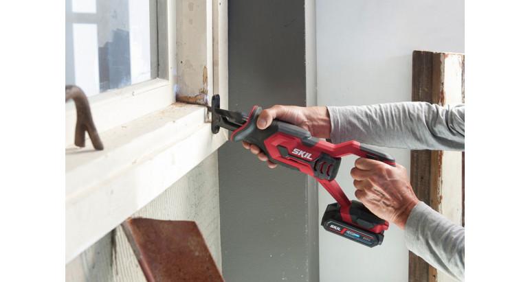 Sierra sable a batería Skil 3470 AA adecuada para cortar maderas, reparación de ventanas