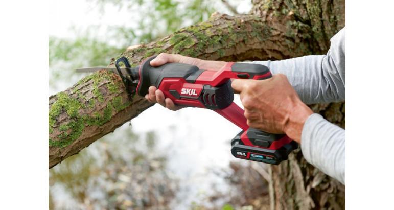 Skil 3470AA es una sierra sable profesional de batería para podar y cortar ramas