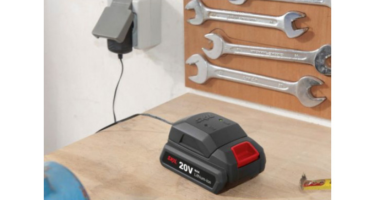 Taladro atornillador Skil 2832AA a batería de bricolaje con cargador rápido