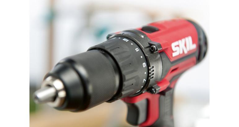 Taladro atornillador batería Skil 3010AA con 17 pares de apriete que consiguen desarrollar hasta 50 Nm de fuerza