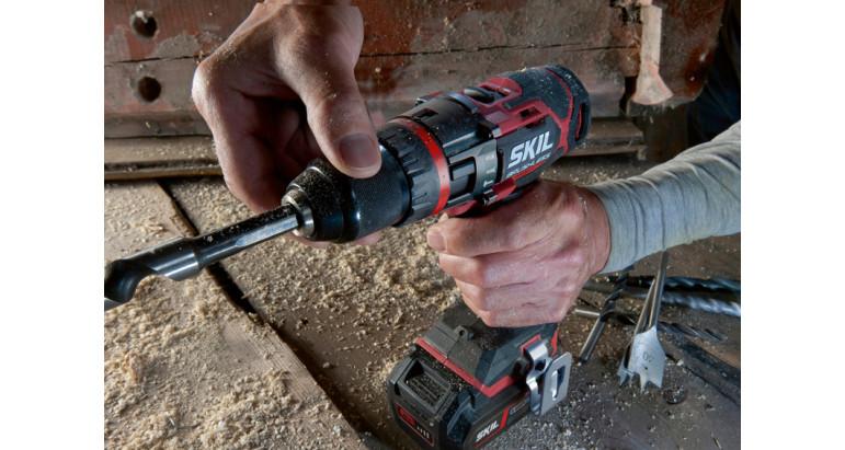 Taladro percutor a batería Skil 3070CA con portabrocas rápdio y metálico