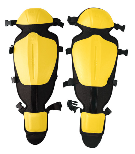 Espinilleras protectoras para uso con desbrozadoras